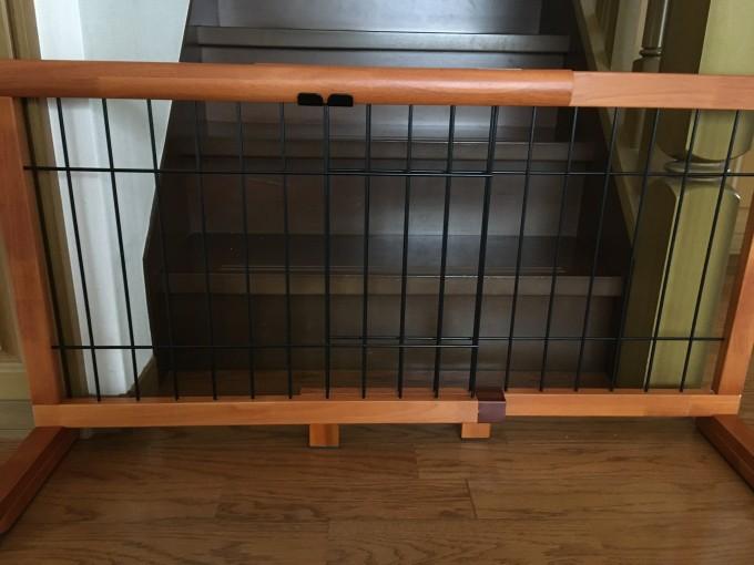 階段下 木製 ペット用ゲート