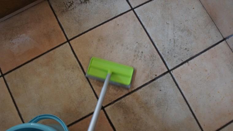 玄関タイル掃除 黒ずみ